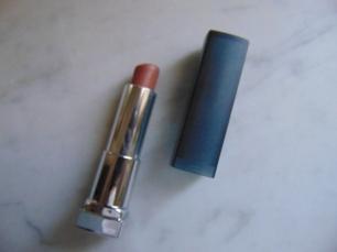 Maybellines matte lipstick en Nude Embrace