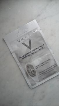 mascara gris